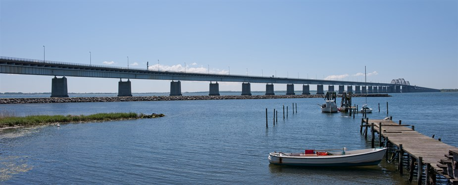 BOX COPY PIC 2 - The 1937 bridge's  triple tied-arch section needed emergency repairs in 2011.jpg